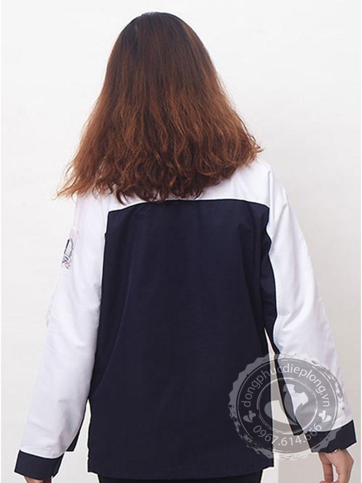 Áo khoác gió đồng phục được làm từ chất liệu vải siêu nhẹ